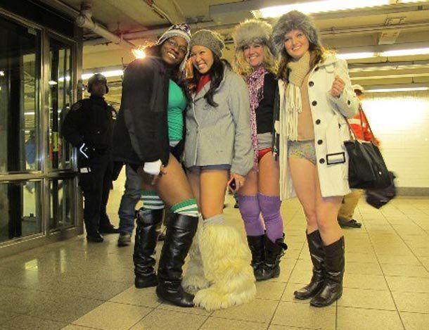 Mirá las fotos de la gente que viajó en subte en ropa interior