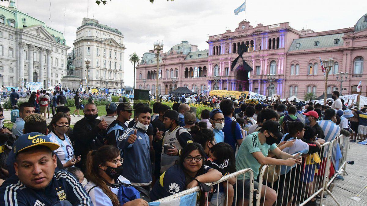 Alberto Fernández lamentó los incidentes en el velatorio de Maradona
