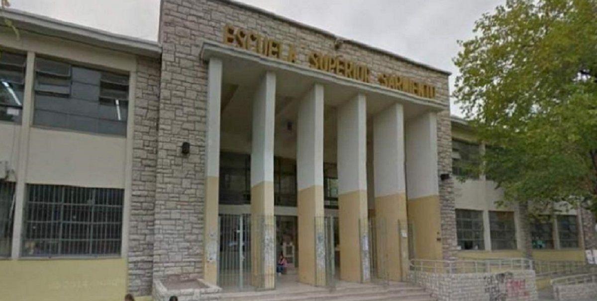 Por seis casos positivos suspendieron las clases en dos escuelas
