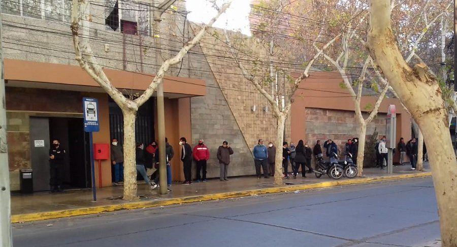 Largas filas en la reapertura de casinos en San Juan