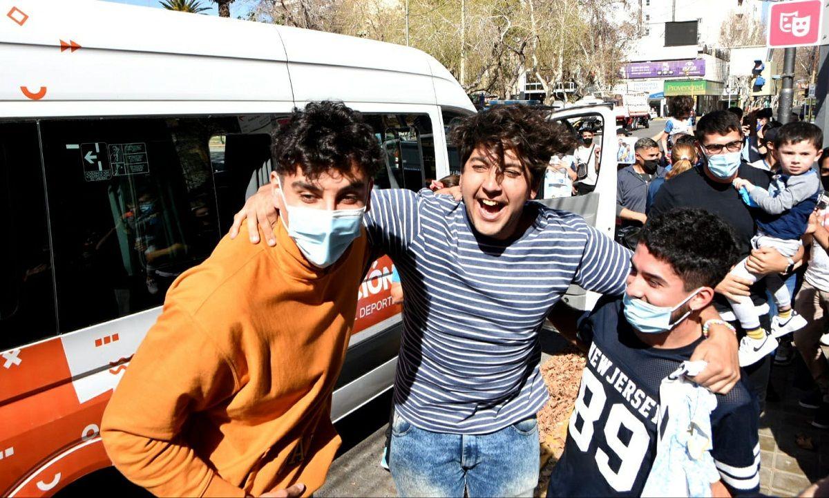 Caluroso recibimiento a los tres sanjuaninos de bronce (Fotos: Adrián Carrizo para sanjuan8.com)