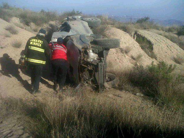 Un hombre murió al volcar su camioneta a la altura de San Carlos