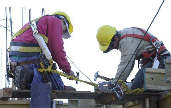 Gobierno intimó a las empresas de construcción por los materiales