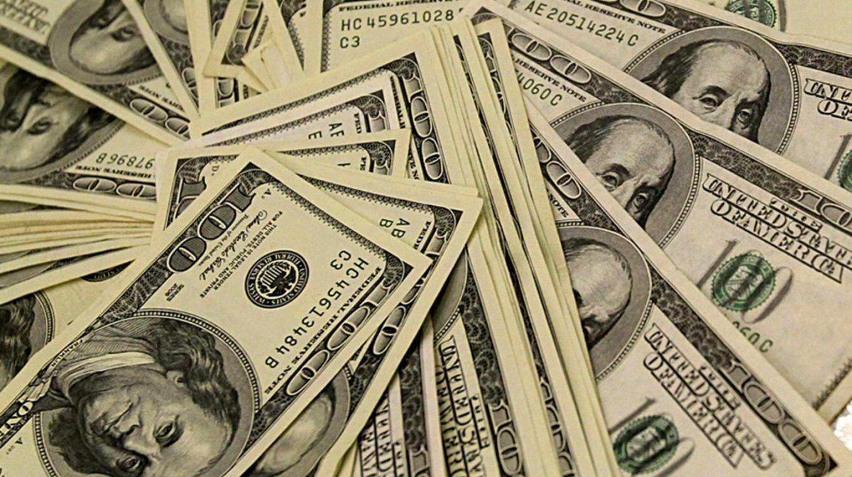 El dólar oficial cotiza a $ 83,75 en el Banco Nación y el blue continúa en terreno negativo