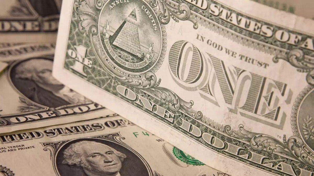 El dólar cerró la semana en $ 96