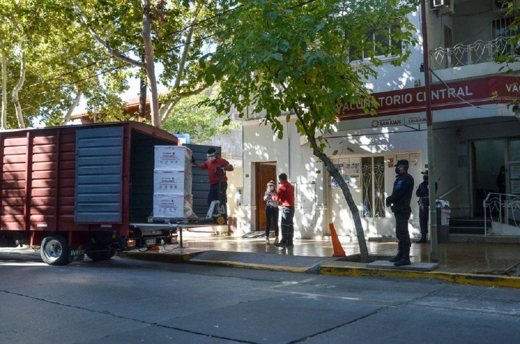 Llegaron a San Juan, 32 mil vacunas antigripal y 2700 contra el COVID-19