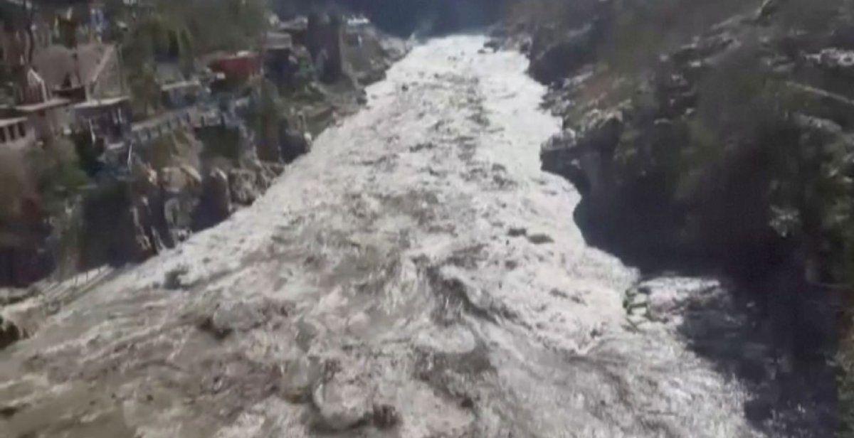 Impresionantes videos del desprendimiento de un glaciar en el Himalaya
