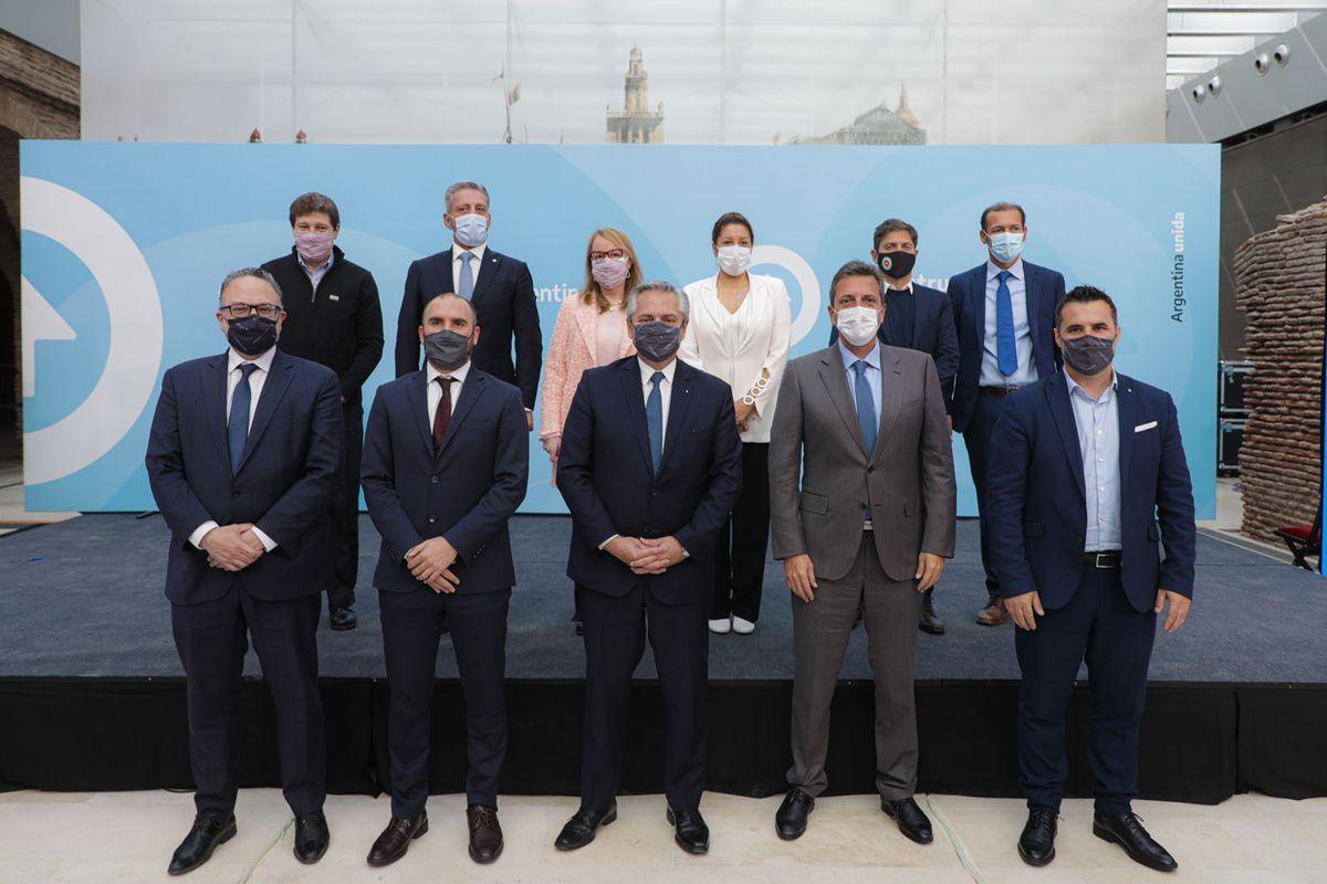El presidente Alberto Fernández junto a los funcionarios y ministros que lo respaldan más allá de los malos resultados de las PASO 2021.