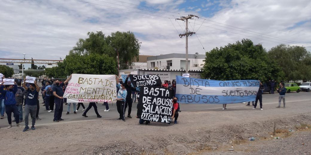Trabajadores de la empresa Vicunha Textil reclamaron por mejoras salariales