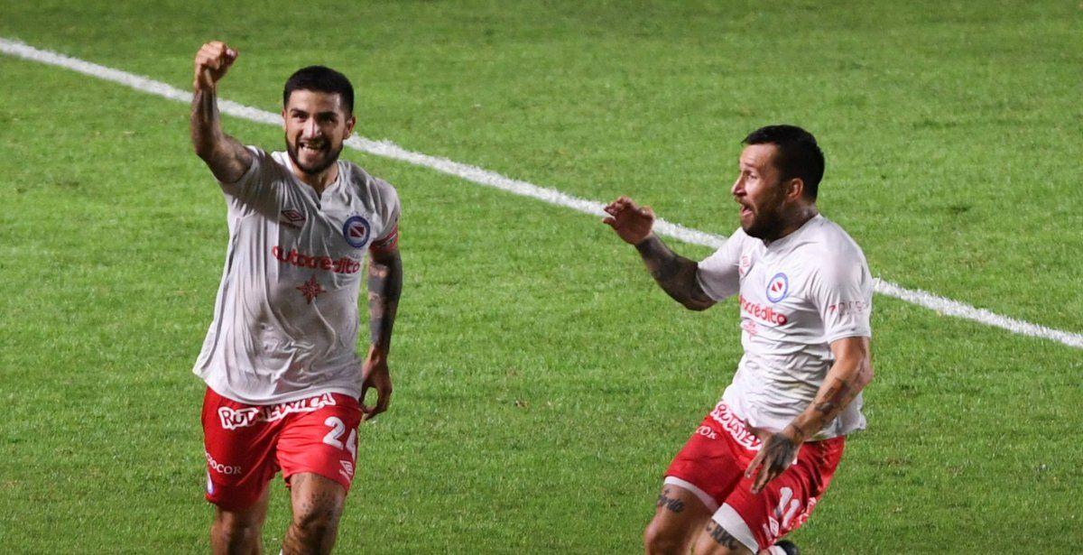 Argentinos Juniors venció 3 a 2 a Arsenal. Foto: telam