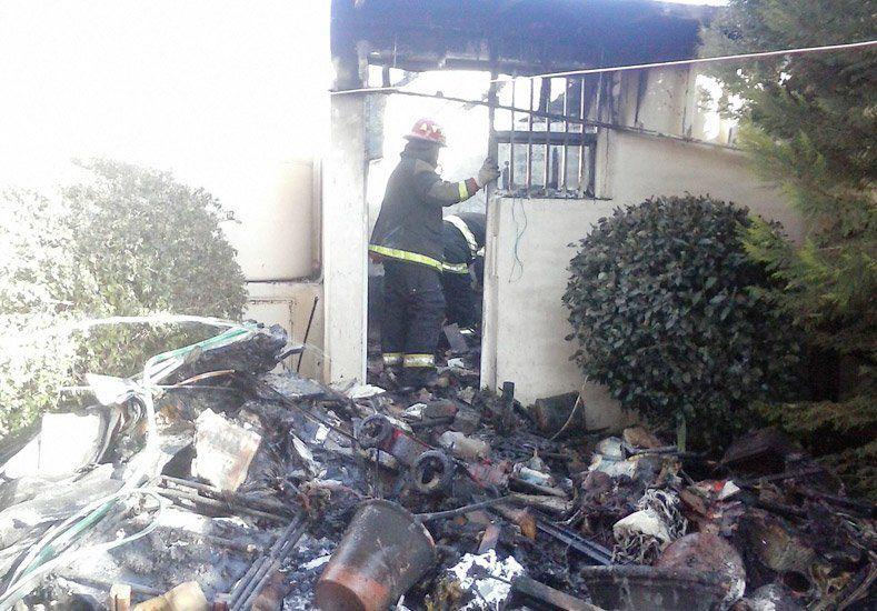 Incendio y rescate en Rivadavia: quiso calentar al gato con una estufa y se prendió fuego todo