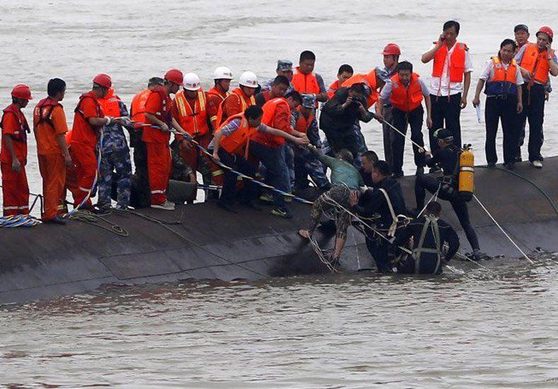 Ascienden a 75 los cuerpos hallados por el naufragio de China