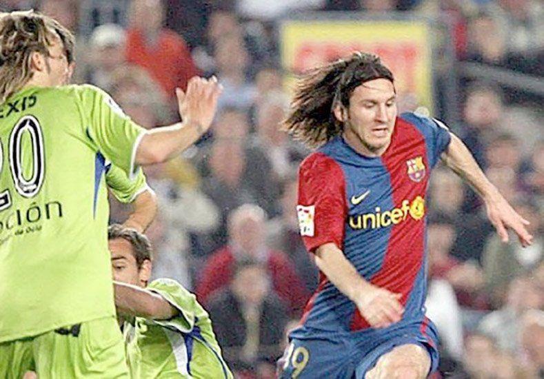 Recordá a Leonel Messi convirtiendo como Maradona