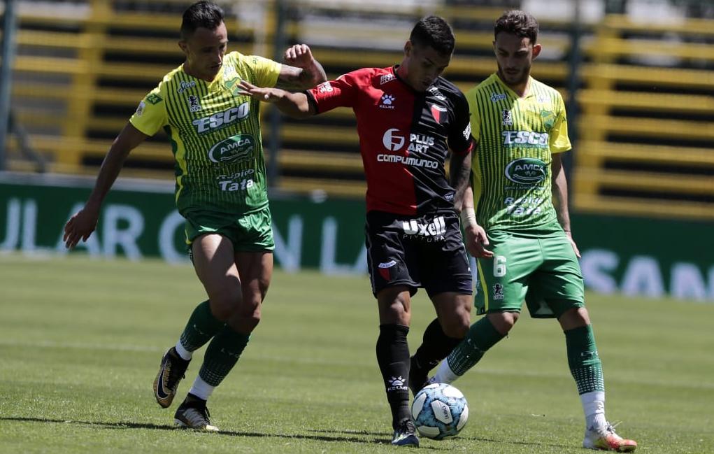 ¡A domicilio! Colón goleó a Defensa en el primer duelo del domingo