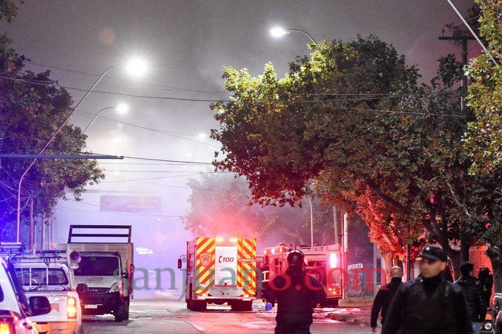 Lo que pasó la noche de las explosiones en la empresa de agroquímicos, en imágenes