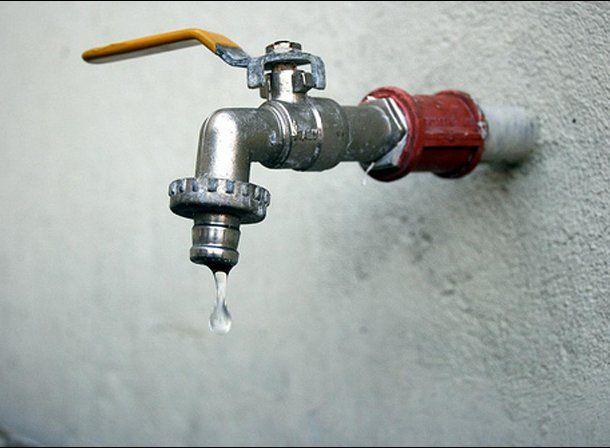"""Desde OSSE aseguraron que """"el agua es muy sana y depende del usuario mantener su calidad"""""""