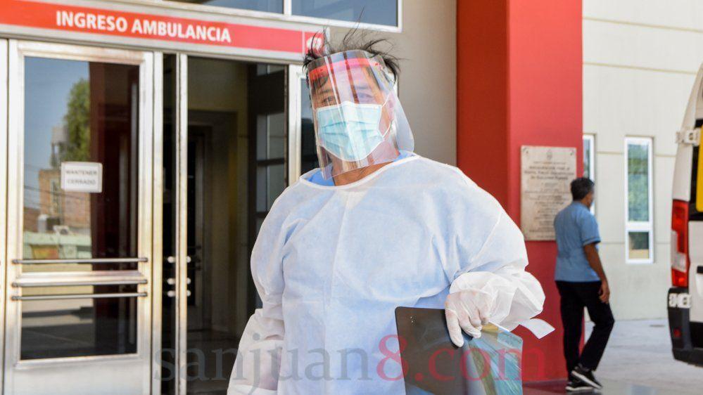 Los médicos y enfermeros con COVID-19 se encuentran estables