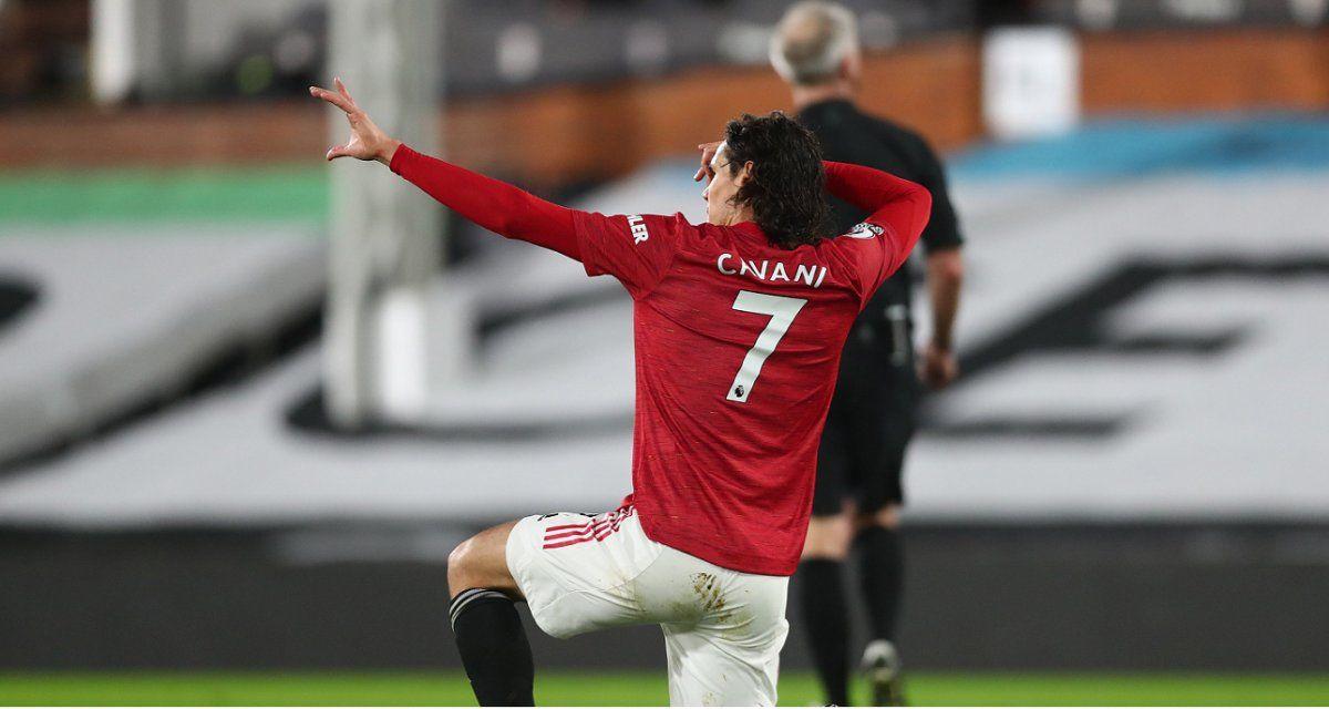 Cavani convirtió uno de los goles del Manchester United.