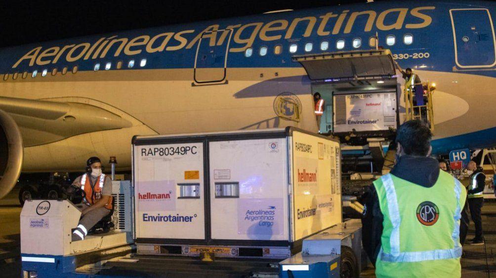 Otro vuelo de Aerolíneas viaja a China para buscar vacunas