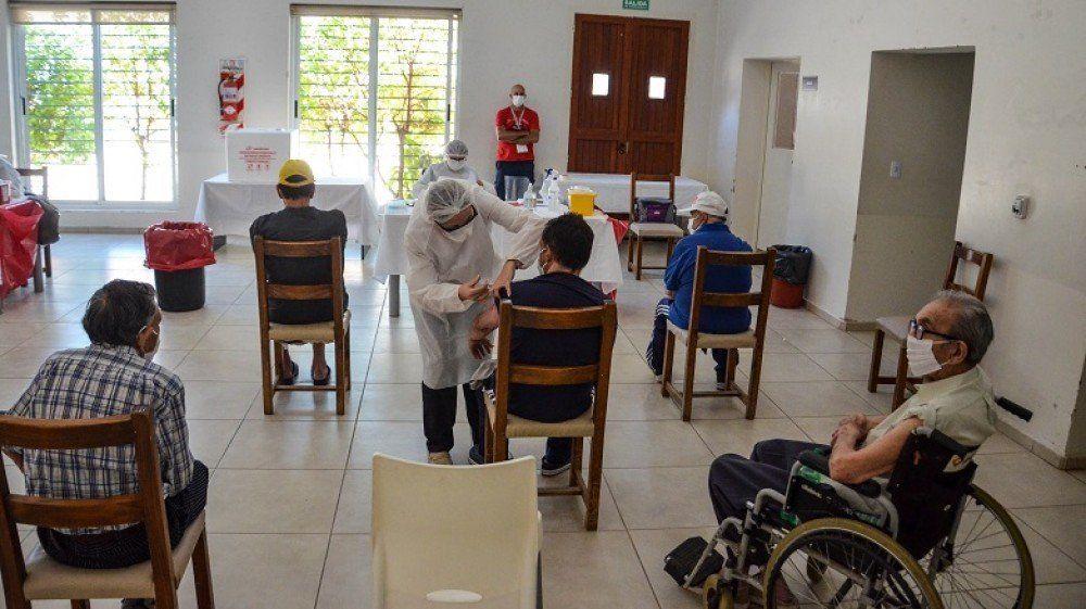 Vacunaron con la antigripal a todos los adultos mayores de geriátricos