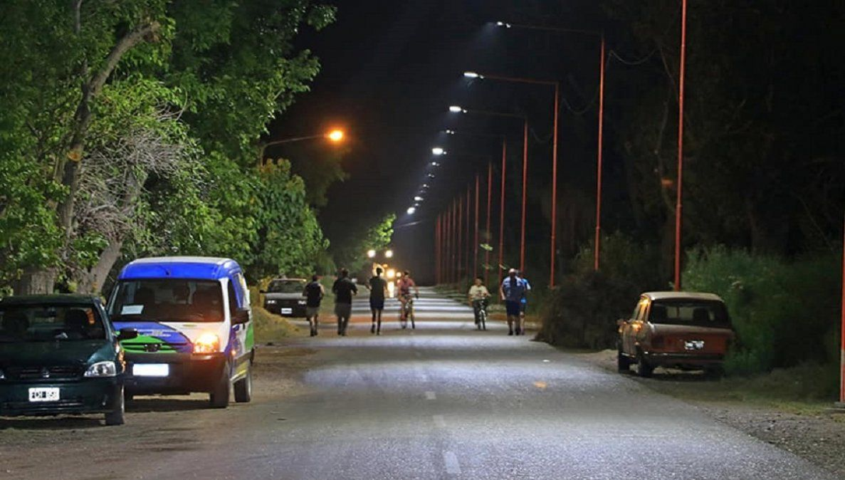 Angaco: calle Divisoria ya tiene su primera etapa de iluminación