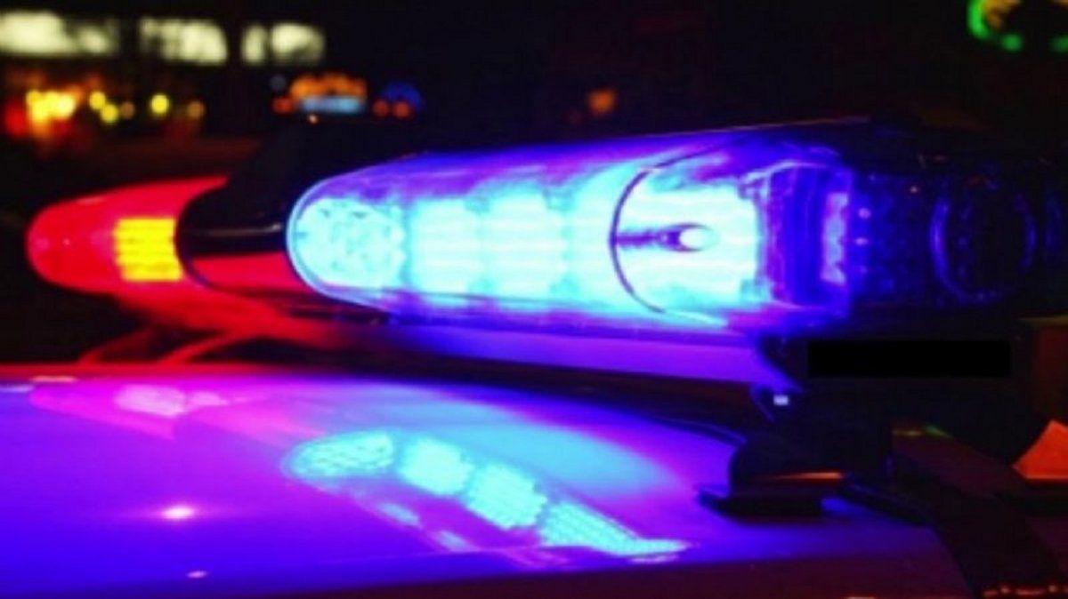 Un hombre fue detenido por llevar una tumbera y se desquitó a las patadas con el patrullero.