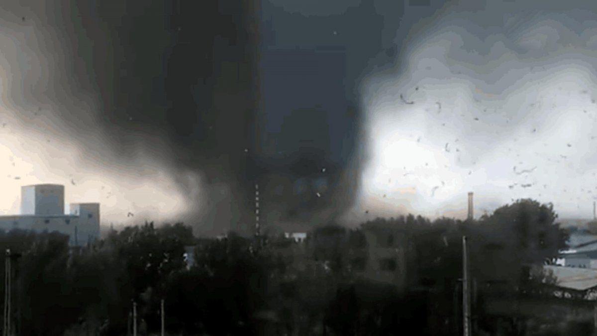 China: dos violentos tornados mataron al menos a 12 personas