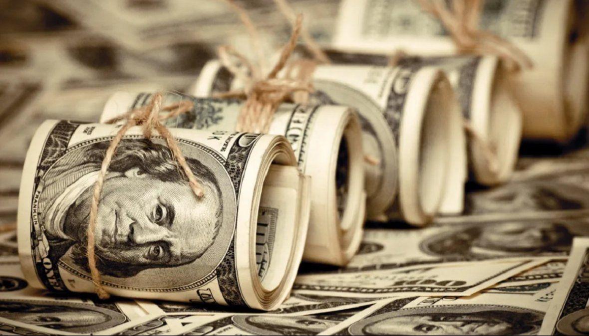 El dólar cerró en alza a $89