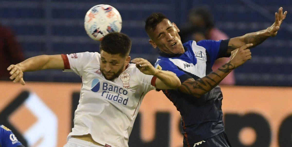 Vélez venció a Huracán y se cortó en la punta de la zona 2