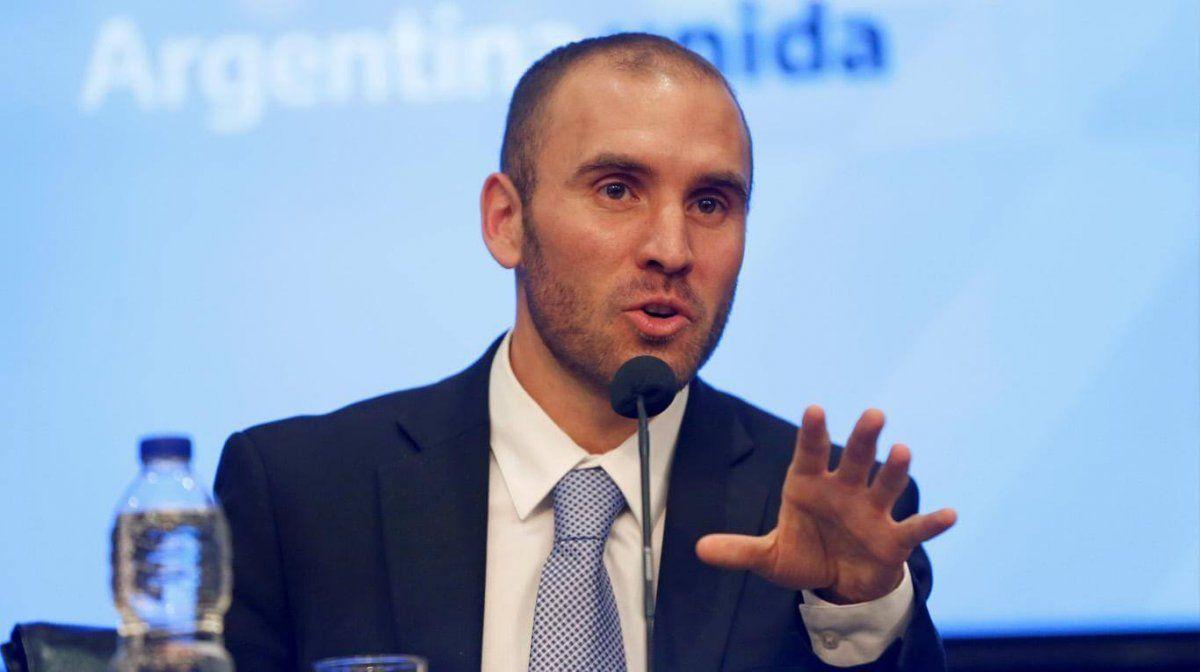 Guzmán negó haber tomado deuda a tasas del 18% en dólares