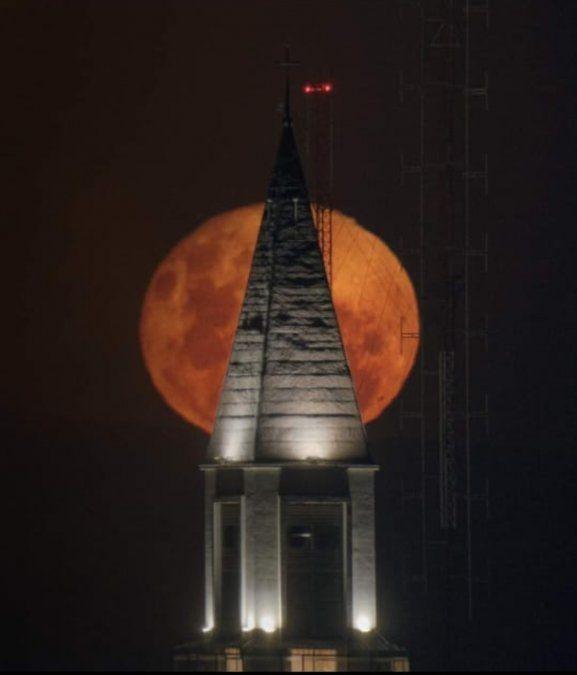 Luna llena por Andrés Jones