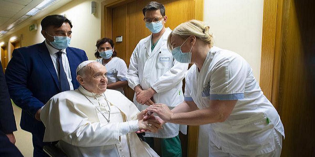 El Papa Francisco recibió el alta tras 10 días de internación