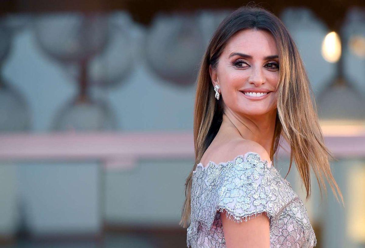 Vestida con un Chanel plateado, Penélope Cruz cerró el Festival de Venecia