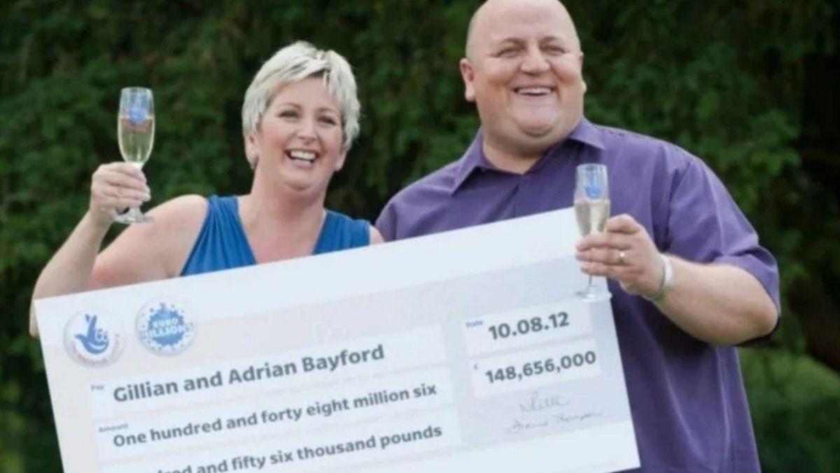 Una pareja ganó millones de dólares en la quiniela pero perdieron todo.
