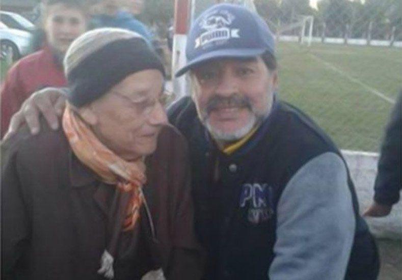 Maradona y un regalo especial para una anciana