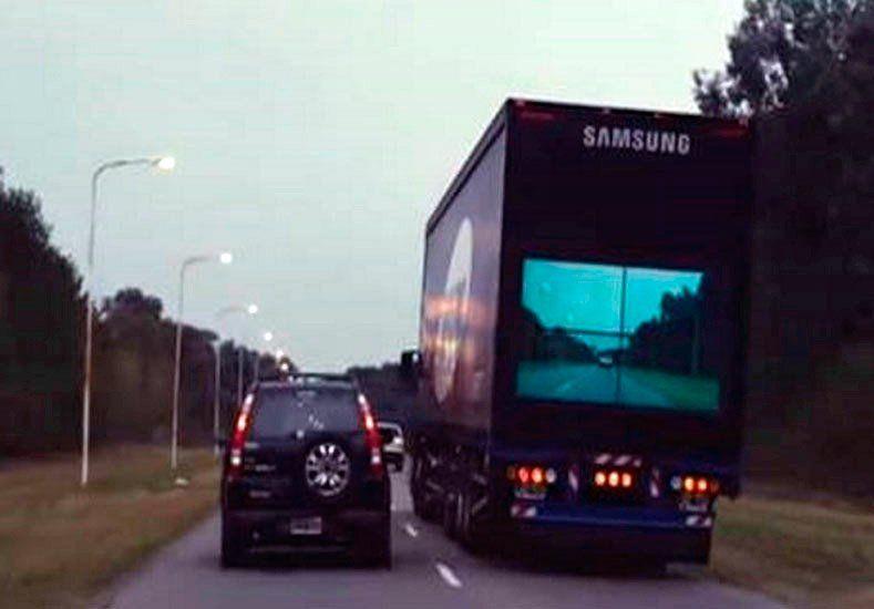 Lanzan al mercado un camión con pantalla trasera para evitar accidentes en rutas