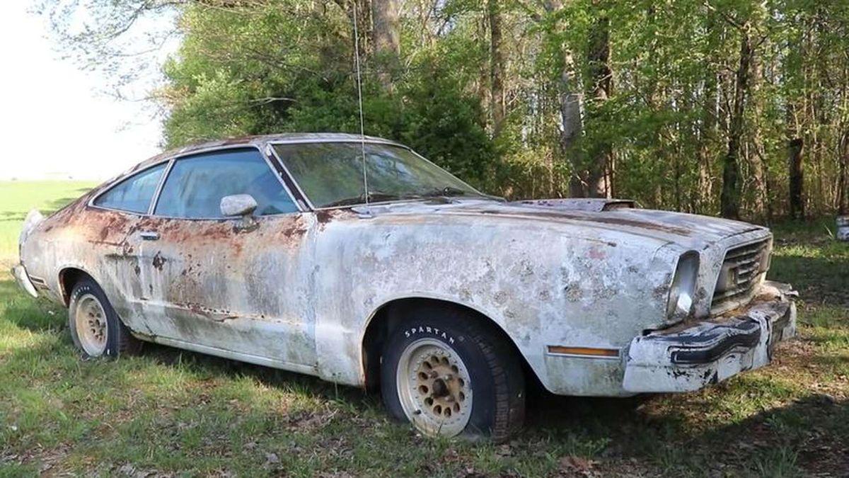 Encontraron un Ford Mustang Cobra abandonado hace 27 años y todavía funciona