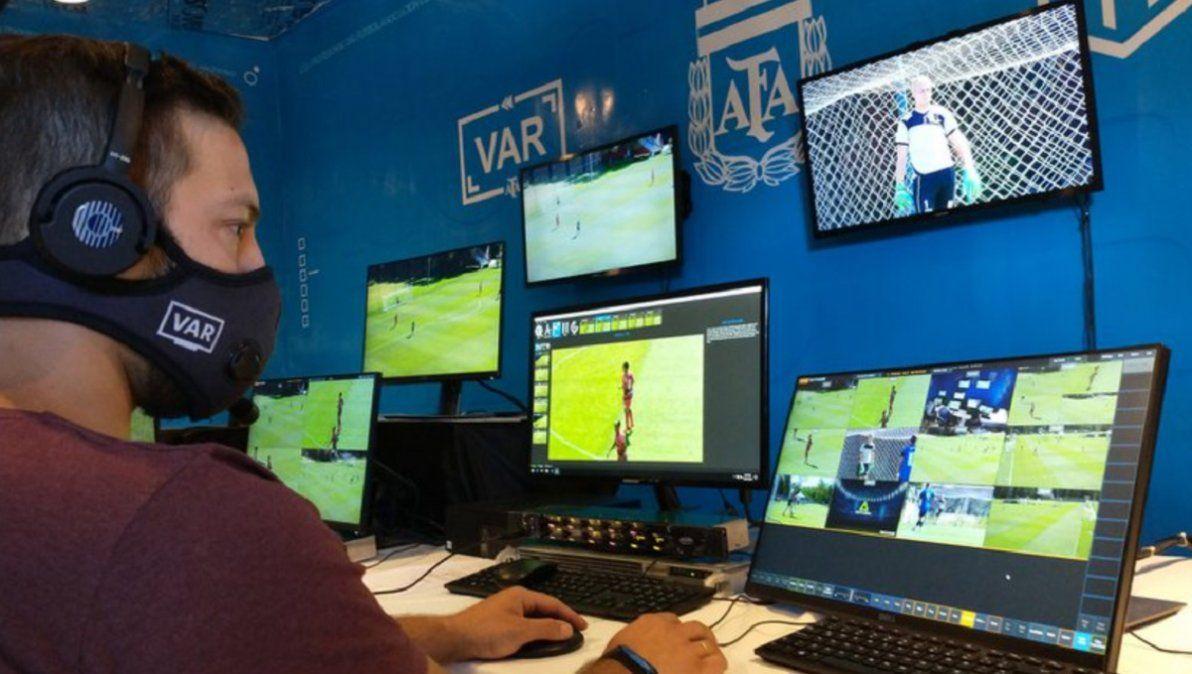 El VAR llega al fútbol argentino: diferencia con el de la Conmebol