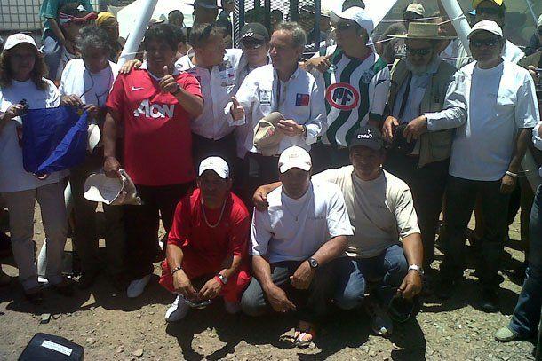 Dakar: los mineros chilenos visitaron el vivac de Copiapó