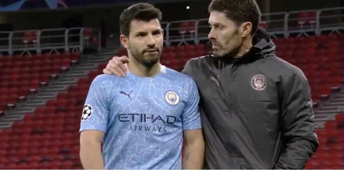 Agüero enfurecido con sus compañeros del Manchester City.
