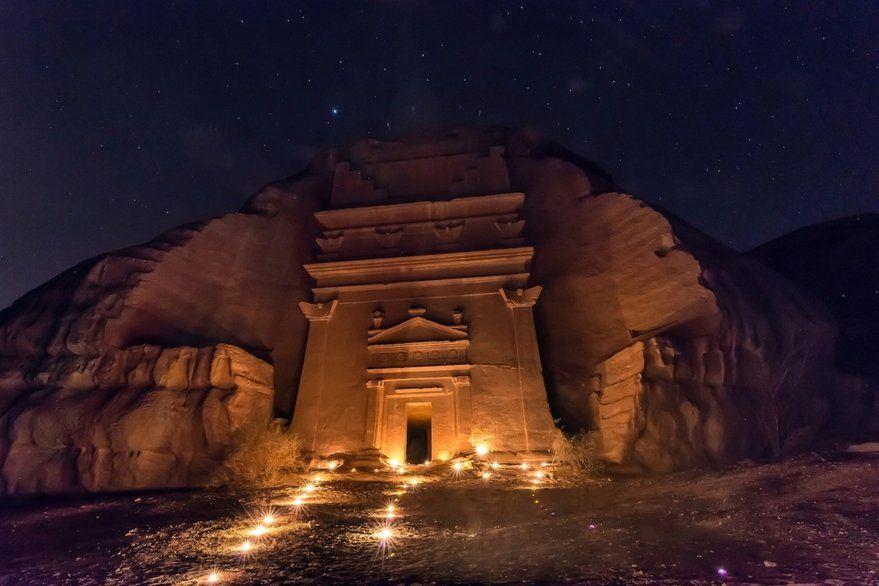 Una ciudad tallada en piedra abre sus puertas tras 2000 años