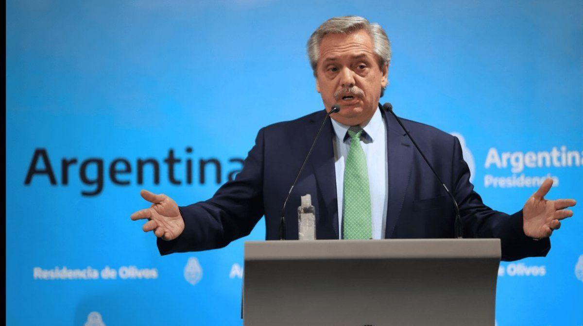 Alberto Fernández piensa en llamar a la Fuerza para evitar aglomeraciones.