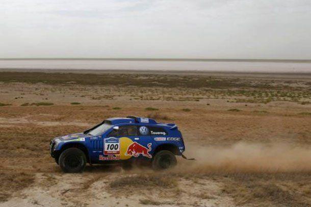 Dakar a full: los autos salieron a escena bajo la lluvia y con Sainz a la cabeza