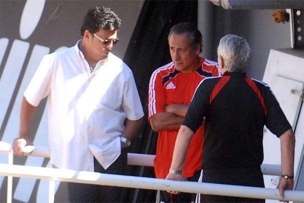 Passarella habló con los jugadores sobre la deuda de 30 millones