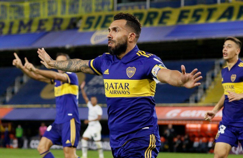 Tévez y Villa le dieron el triunfo a Boca ante Santos.