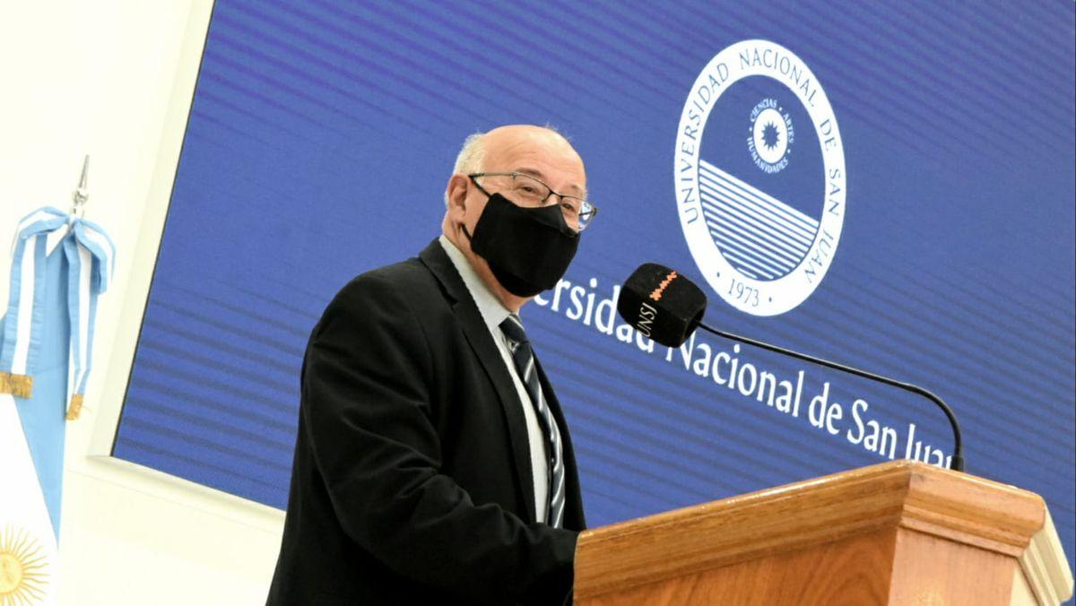 Tadeo Berenguer durante la presentación de Taytalura alcoberi. Foto: Adrián Carrizo.