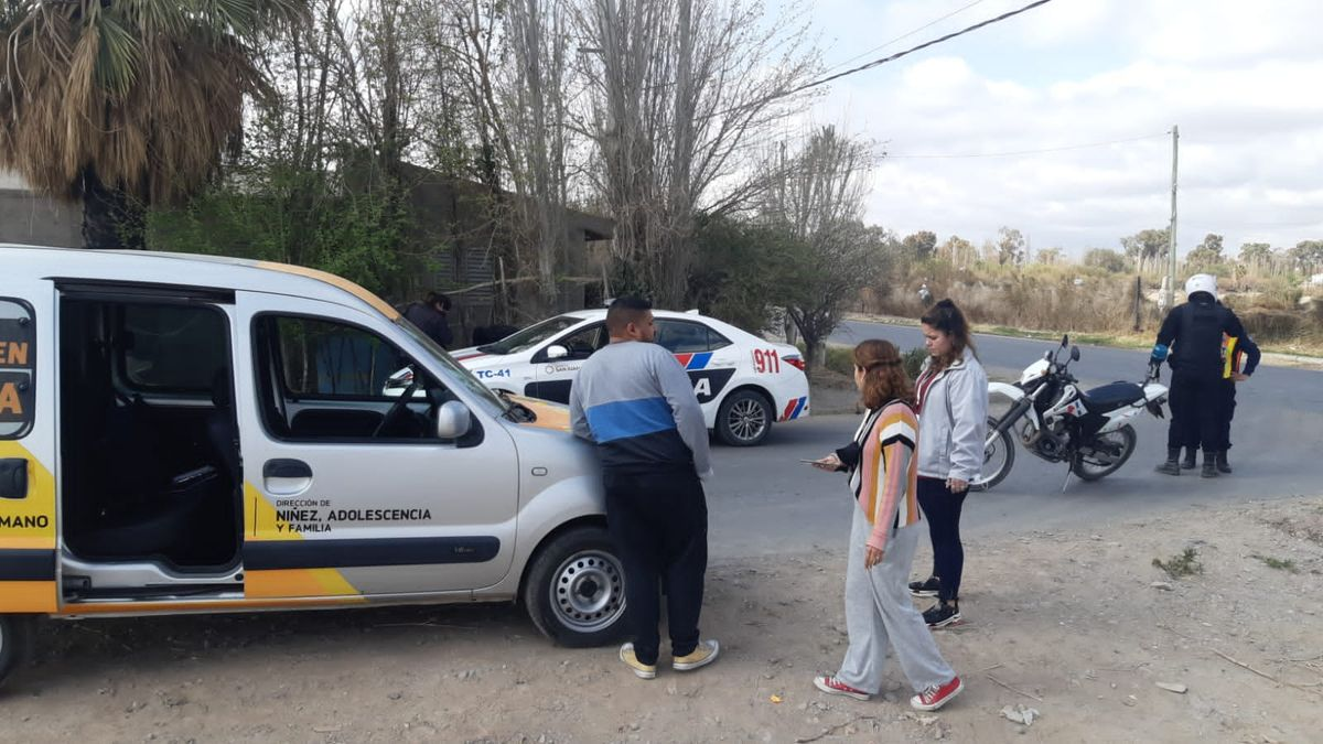 Vecinos apedrearon la camioneta de Niñez que iban a una intervención