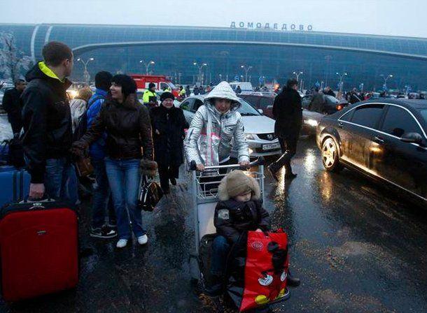 Hubo una explosión en uno de los principales aeropuertos de Moscú y hay al menos 31 muertos