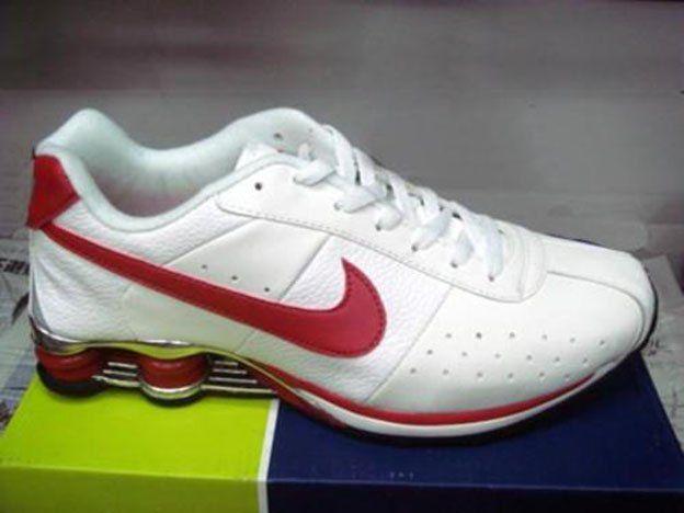 Secuestraron más de 1.500 pares de zapatillas truchas que vendían a través de internet