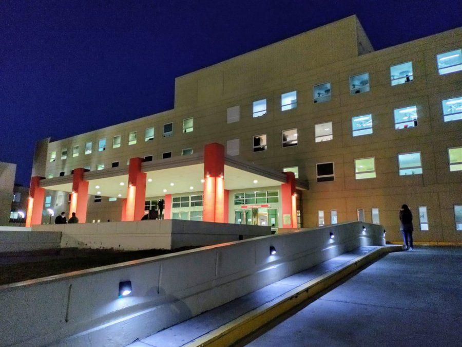 Un camionero fue trasladado al Hospital Rawson tras un vuelco en Las Casuarinas.